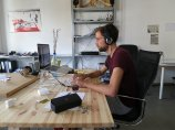 pracownik IT podczas pracy