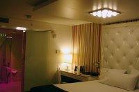 sypialnia z oświetleniem LED